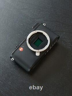 Leica CL Digital Camera with leather case Excellent Condition in original box