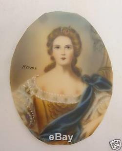 Old miniature portrait signed in velvet leather case